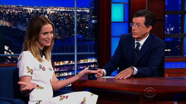The Late Show with Stephen Colbert - S01E05 - Emily Blunt, Justice Stephen Breyer, The Dead Weather