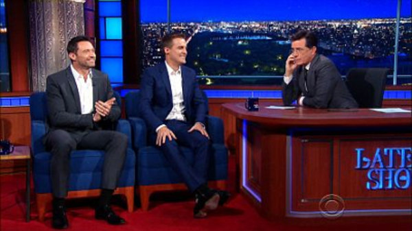 The Late Show with Stephen Colbert - S01E12 - Hugh Jackman, Hugh Evans, Elizabeth Warren, Pearl Jam